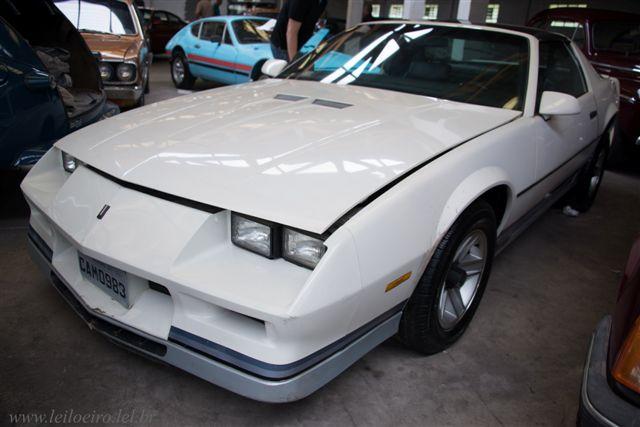 Camaro 1983 branco - Leilão de carros antigos Caxias do Sul