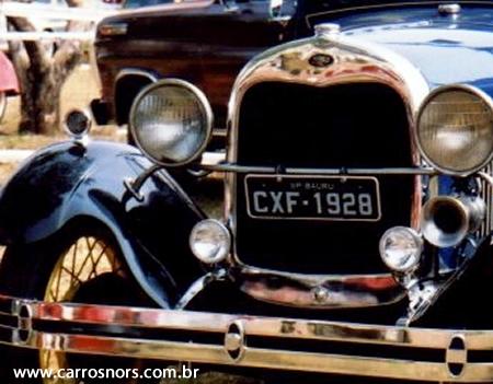 placa-preta-carro-antigo